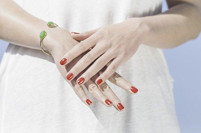 paznokcie tytanowe